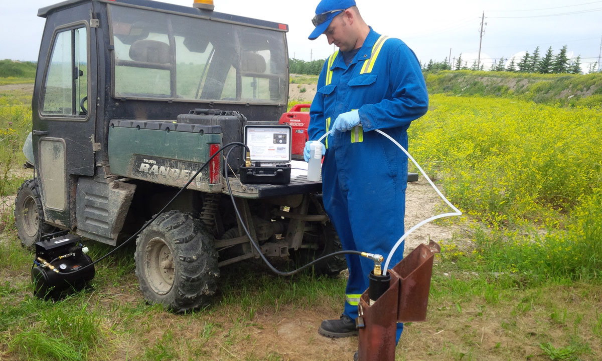 solinst bladder pump dedicated for groundwater sampling in a well