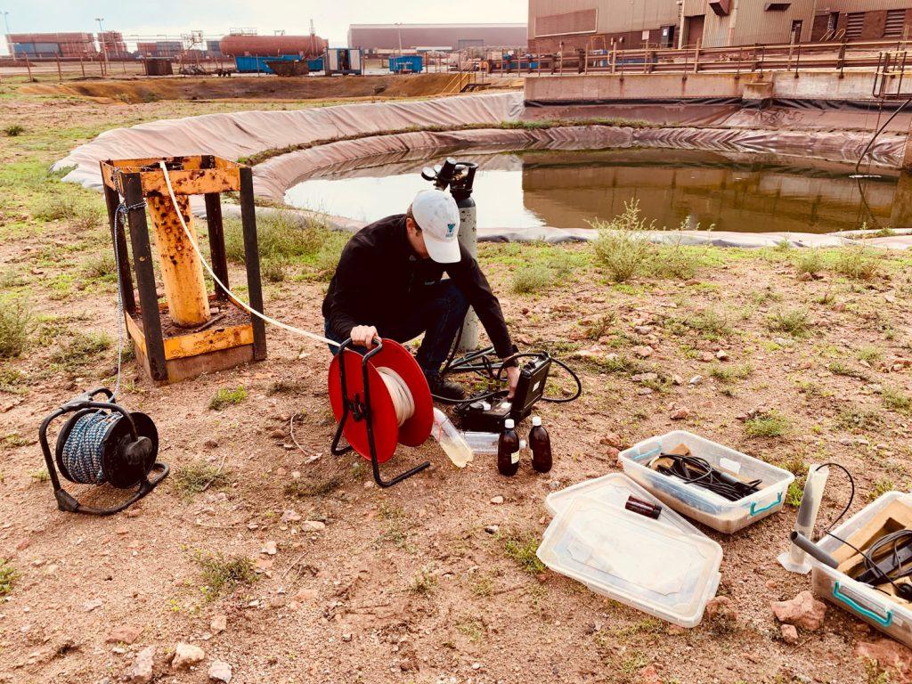 sampling groundwater with a solinst bladder pump